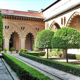 двора на манастира
