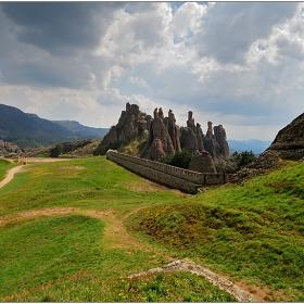 По пътеката към скалите