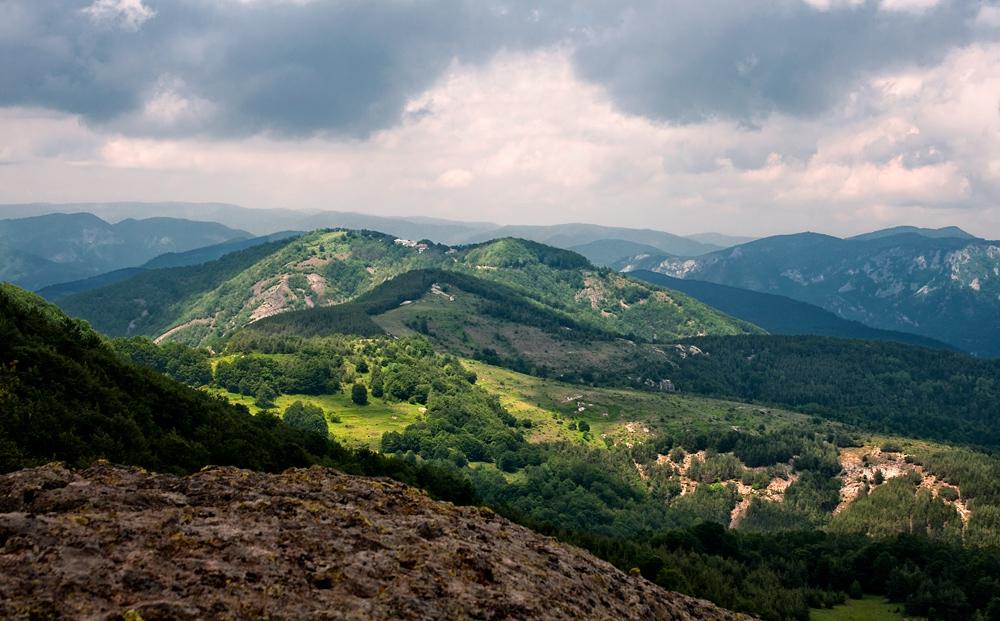 Поглед към Кръстова гора от Караджов камък