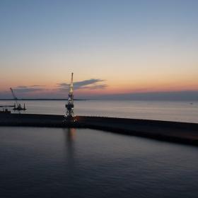 ...на пристанището в Талин...