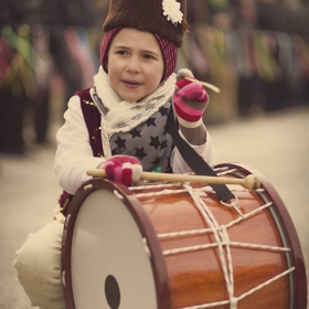 Уморен малък музикант :)