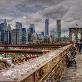 Brooklyn Bridge - и тук заключват любовта с катинари...