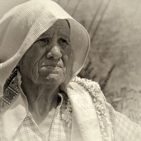 Лица от фестивала на хляба с. Рабово - баба Гина, след жътвата