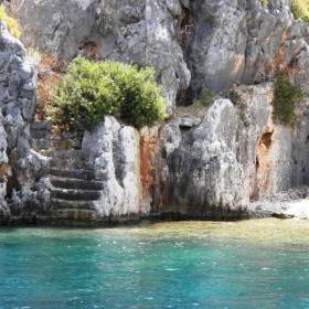 Останки от потъналия античен град на остров Кекова в Средиземно море.