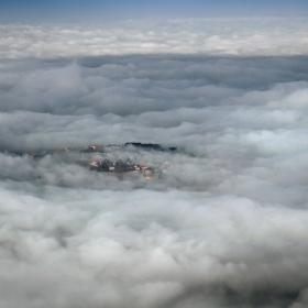 Някъде из облаците