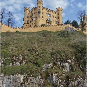 Замъкът върху Лебедовата скала