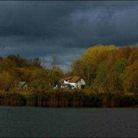 Домик у озера.