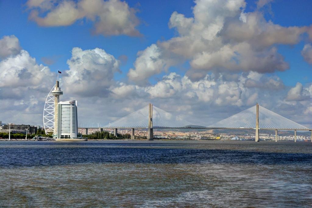 Лисабон Кулата и моста Вашку да Гама
