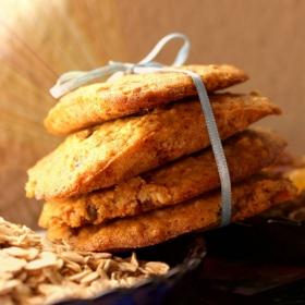 Овесени сладки с мед и стафиди