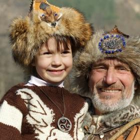 Колко е щастлив малкия! Чичо Райчо обеща да го приеме в школата.
