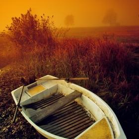 Лодката и мъглата