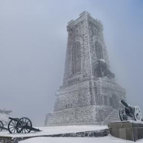 И днес йощ Балканът, щом буря зафаща....