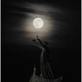 Лунно .. .