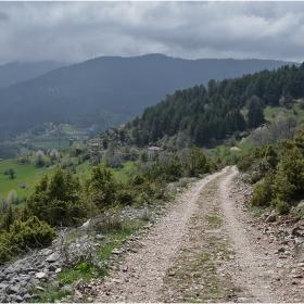 Път към изчезналото село