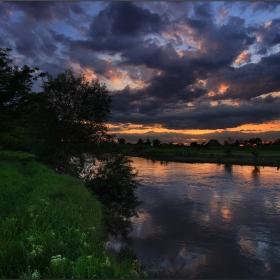 Пътечка край реката