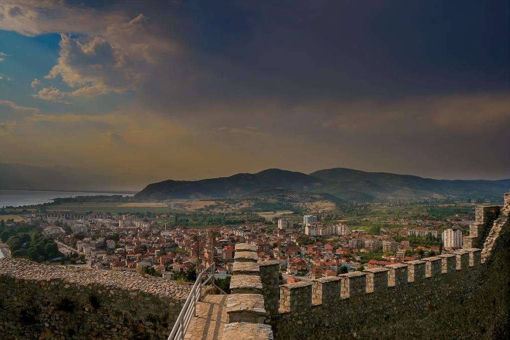 Изглед към Охрид от Самуиловата крепост