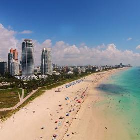 Южния край на Маями Бийч сниман днес от летящ хеликоптер дрон