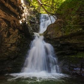 Планински водопад