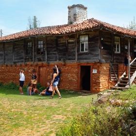 Странджанска къща с френски туристи