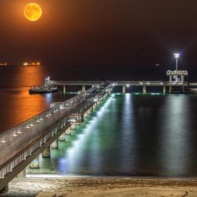 Последната голяма луна, в Бургас