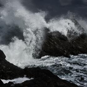.. бряг си намира всяка вълна ..
