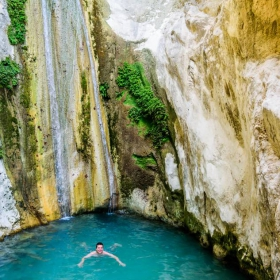 Прохладните води на водопада