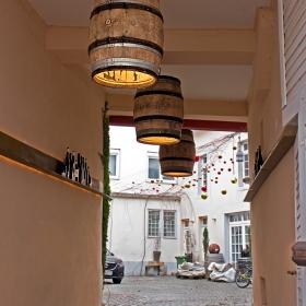 Входът към една винарна...