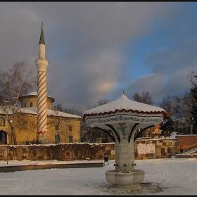 Чадър чешма и Байракли джамия