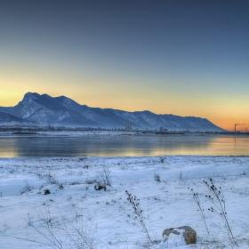Замръзналото езеро