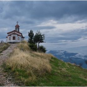 Църквата над Борово
