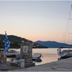 Привечер в  Pigadi - пристана, от който е отплавал Protesilaos, един от героите в Троянската война