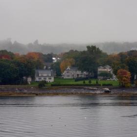 Мъгливо есенно утро