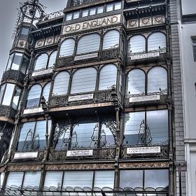OLsD ENGLsAND building