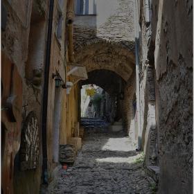 По улиците на Bussana Vecchia, Italy