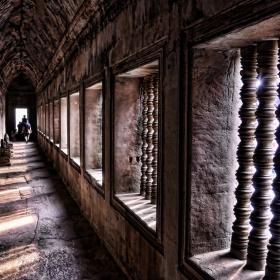 Из коридорите на Анкор Ват, Камбоджа