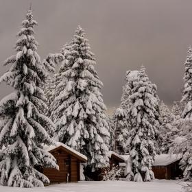 Къщички в снега се гушат...!