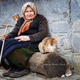 Бабата с котките