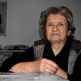 една баба на  93