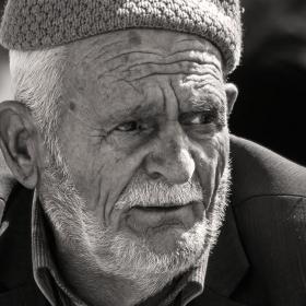 Старецът с тъжен поглед,но с надежда