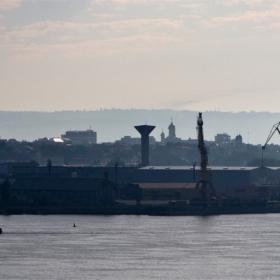 По Дунав.