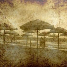 Чадърите на плажа