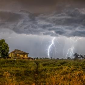 Покрив под бурята
