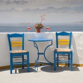Два стола,масичка,две чаши и саксия
