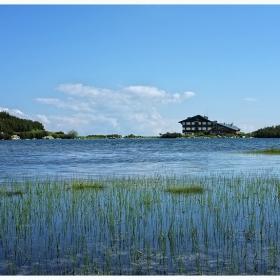 Край езерото