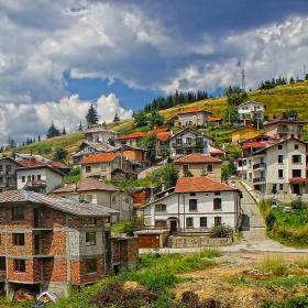 Поглед към селото