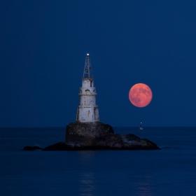 Ахтополска луна
