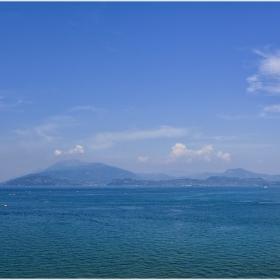 Край синьо-зелените води на езерото Garda