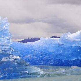 Плаващата ледена крепост