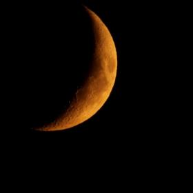 Луната спи?