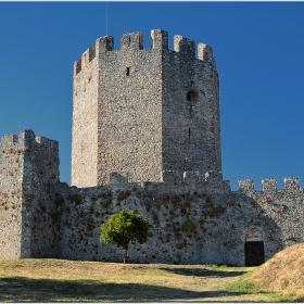 Цитаделата и осмостенната кула на крепостта Платамона